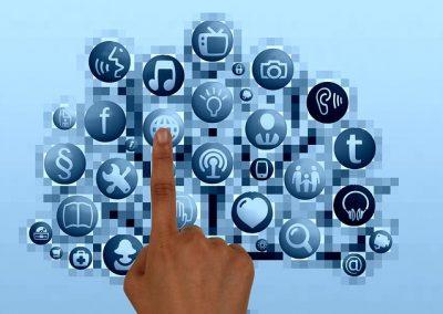 Oversharing vs. Undersharing in Social Media