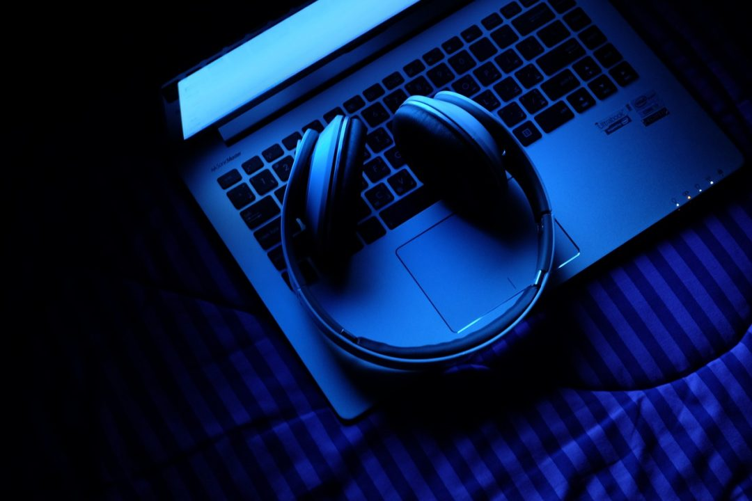 How Listening to Music Can Make You a Better Blogger